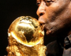 Pelé et coupe monde en or